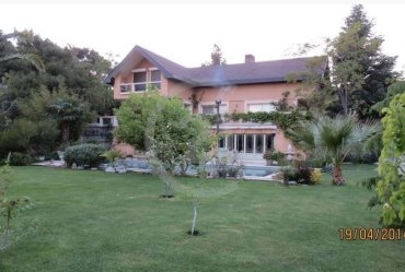 Urla Çamlıtepe Sitesi nde Sezonluk Kiralık lüks Villa bahce katı